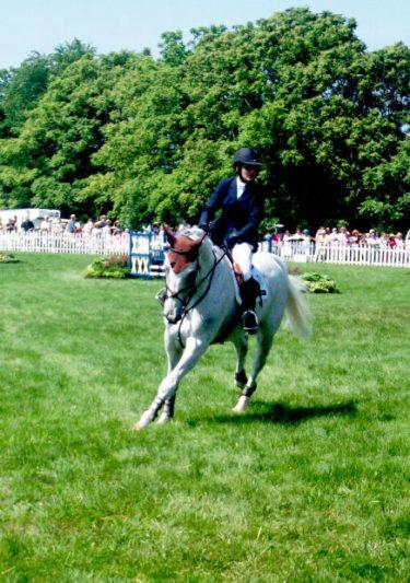 馬に優しい駈歩発進の方法を解説